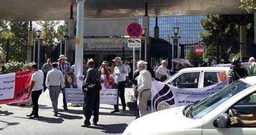 تجمع اعتراضی بیش از 1500 تن از غارت شدگان کاسپین در تهران